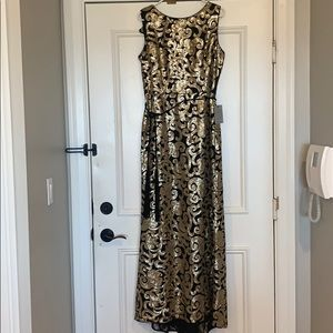 BRAND NEW VINCE CAMUTO GOWN